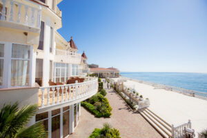 Хотите забронировать отель у моря для всей семьи?